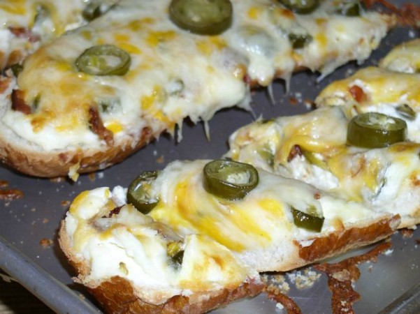 Cheesy Jalapeno Bread - haphazardhomemaker.com