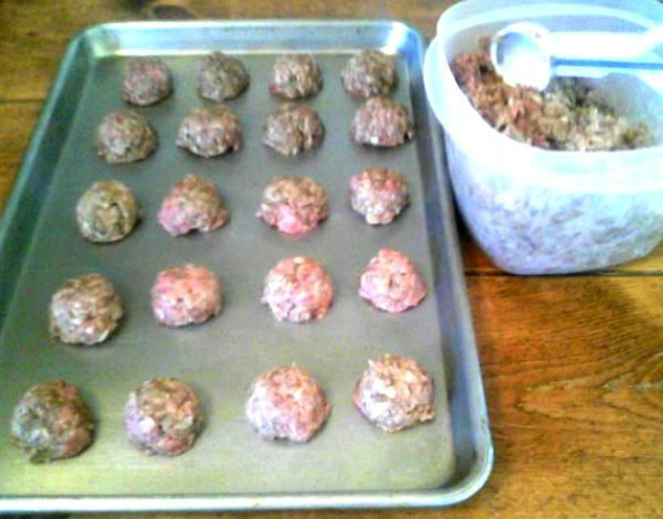 "Freezer-Friendly Ground Beef ""Italian Sausage"" Meatballs - haphazardhomemaker.com"